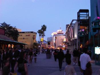 14.3:350:263:0:0:Downtown Disney:right:1:1:夕暮れのDowntown Disney:0: