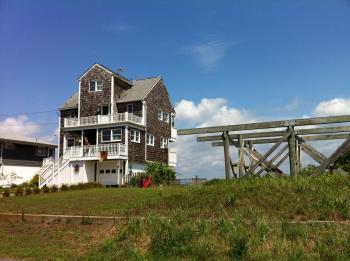 17:350:261:0:0:海辺の戸建て:right:1:1:海辺にたたずむ木造3階建ての住宅:0: